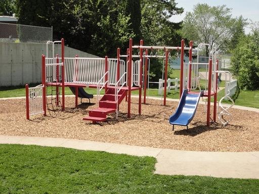Cedarknollwaterlooiowamobilehomesforrentforsale playground