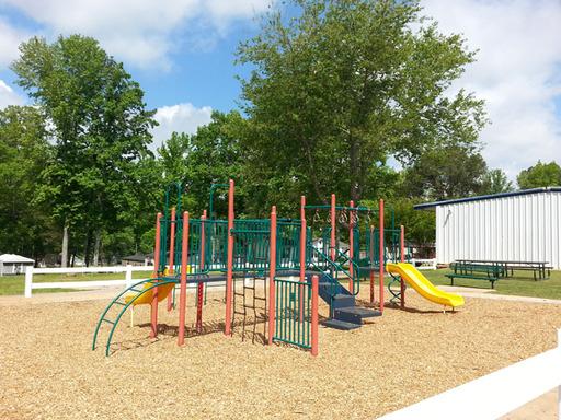 Fourseasonsfayettevillegeorgiamobilehomesforrentforsale playground3