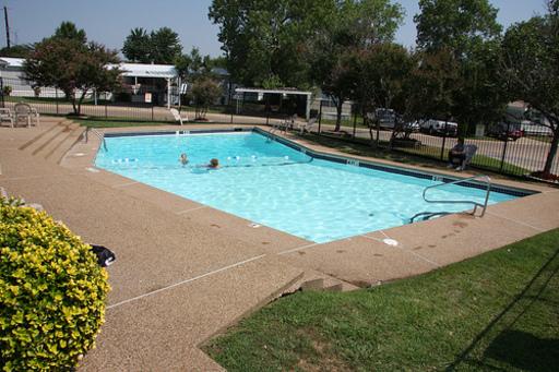 Oakwoodcovedallastexasmobilehomesforrentforsale pool