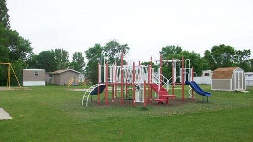 Presidentsparkgrandforksnorthdakotamobilehomesforrentforsale playground2