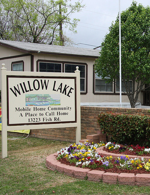 Enjoyable Willow Lakes Mhc 98 Homes Available 13223 Fish Rd Lot Interior Design Ideas Apansoteloinfo